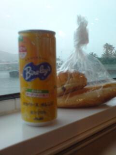 窓際で朝食