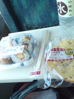 電車で朝飯