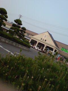 朝のJR松山駅