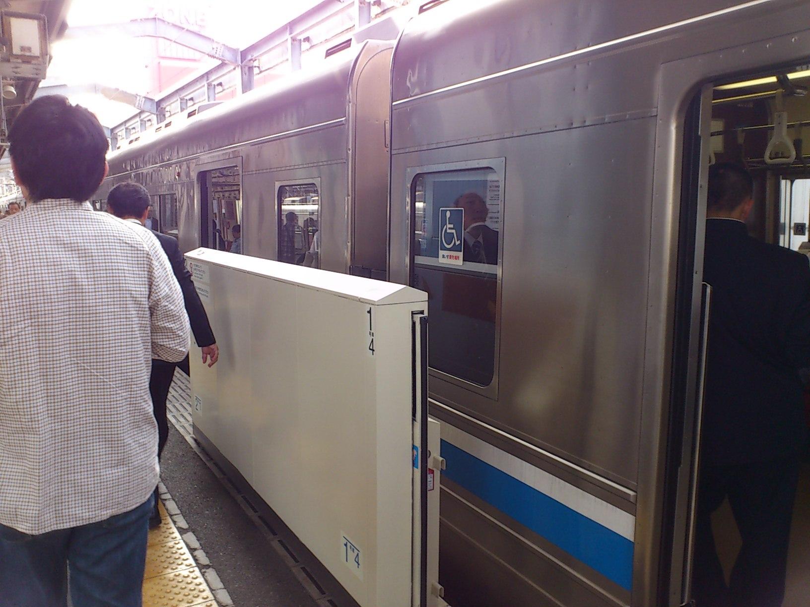 姪浜駅からJR<br />  筑肥線に場外