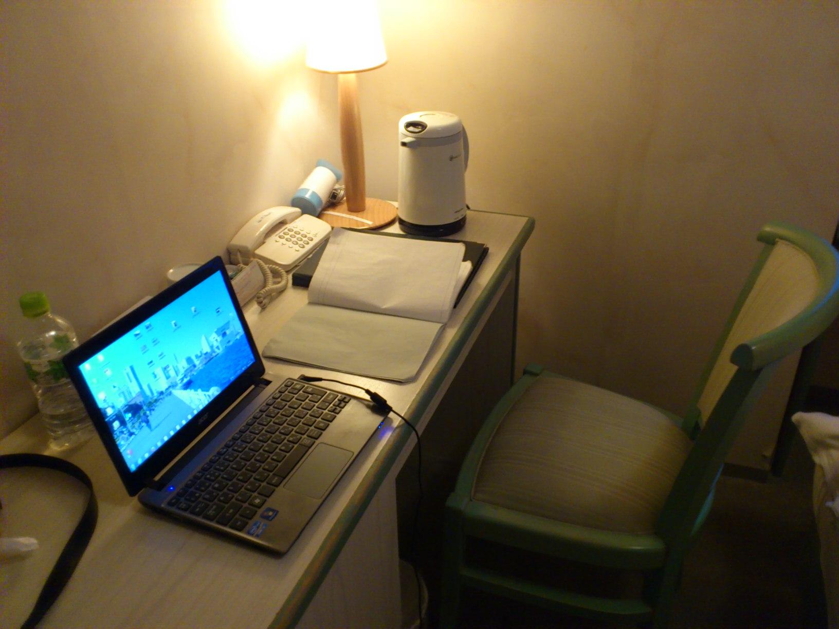 ホテルでお仕事モード