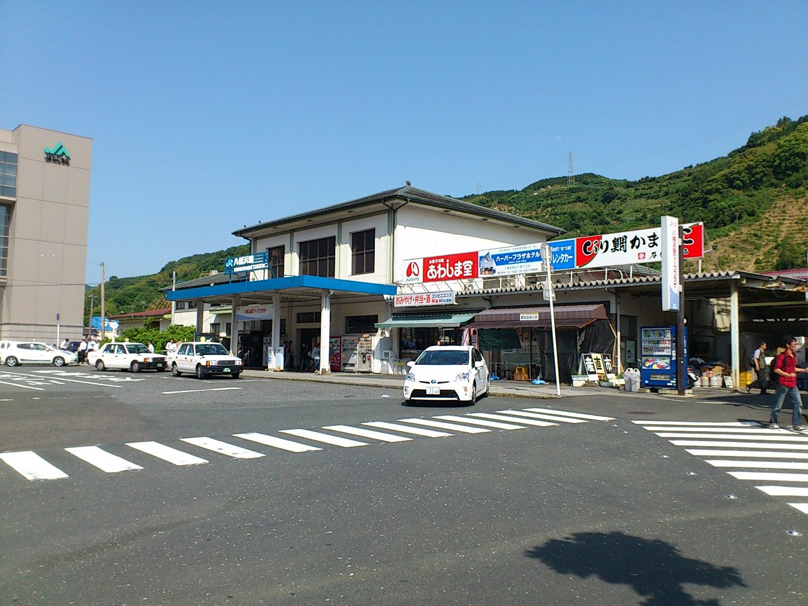 愛媛県八幡浜駅に到着