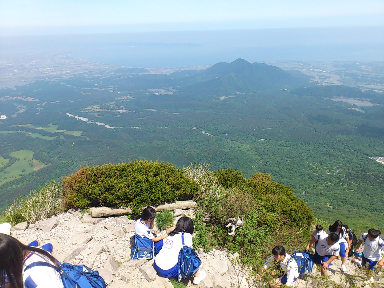 中学年と一緒に登山